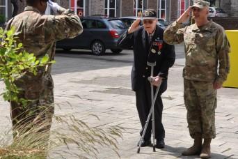 American WWII veteran celebrates 95th birthday in Belgium