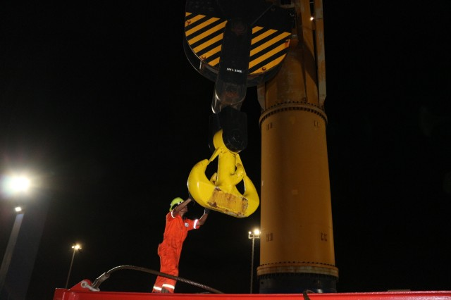 The M/V Ocean Jazz crew chief connects the ship's crane to a spreader bar during port operations on the M/V Ocean Jazz at Pearl Harbor on June 7