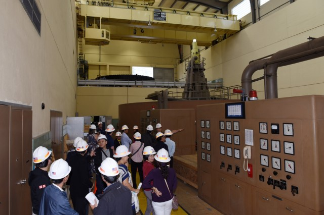 Will Garner, senior hydropower plant operator, leads the Lower Mekong Initiative contingent on a tour of the Old Hickory Power Plant in Hendersonville, Tenn. (USACE photo by Leon Roberts)