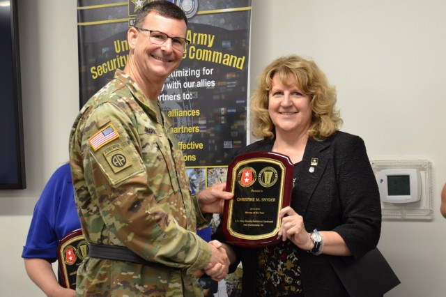 Chris Snyder receives a plaque from Maj. Gen. Jeff Drushal, command of the Security Assistance Command, for being named the Mentee of the Year.