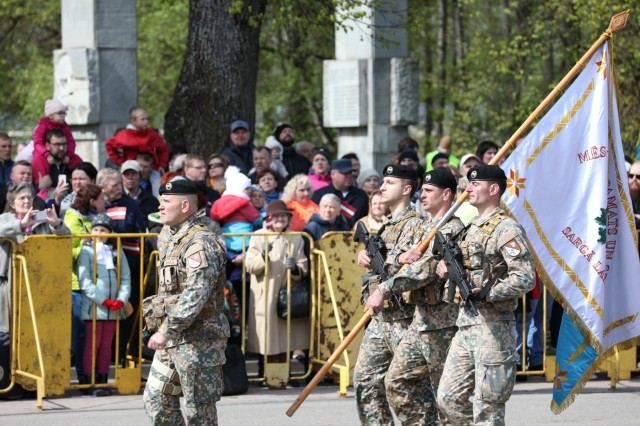 Latvian Minister of Defence honors U.S. Soldiers during the centennial celebration of the Latvian War for Independence and their Armed Forces