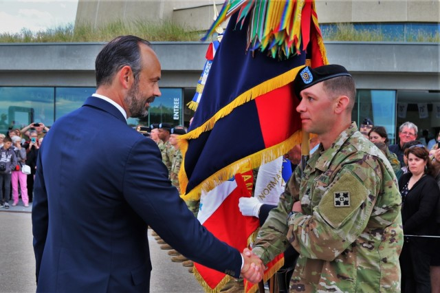 The Prime Minister of France, Edouard Philippe, shakes hands with Sgt. 1st Class. Justin McBride with 2nd Infantry Brigade Combat Team, 4th Infantry Division, June 6, 2019, during the celebrations of the 75th anniversary of D-Day. (Photo by Maj. Richard Barker)