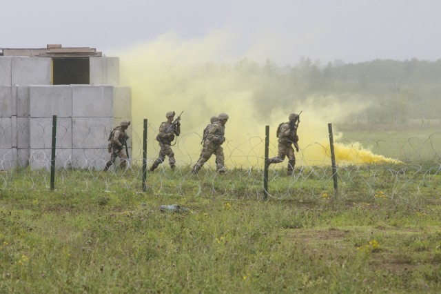 Soldiers from Company A, 1st Battalion, 32nd Infantry Regiment conduct a platoon live fire exercise, July 12, on Fort Drum, N.Y. (U.S. Army photo by Pfc. Tiffany Banks.)