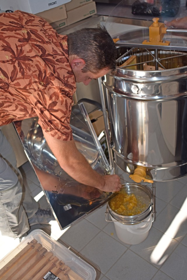 Beekeeper students celebrate graduation, honey harvest in Ansbach