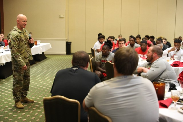 1st Brigade Hosts Austin Peay State University for leadership conference