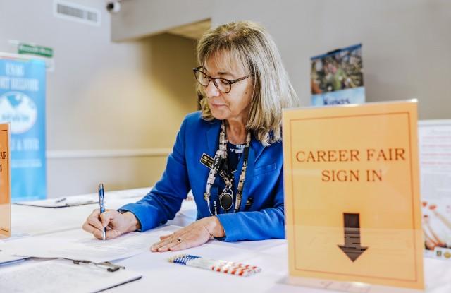 INSCOM Career Fair connects employers, job-seekers