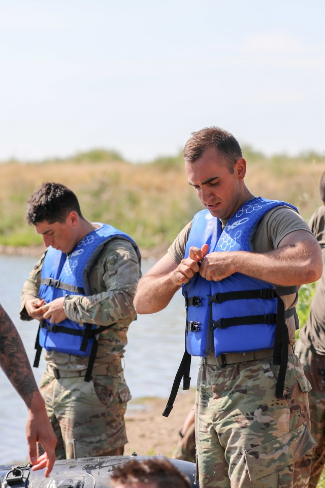 Train to lead: ROTC, USMA Cadets train with Fort Carson units