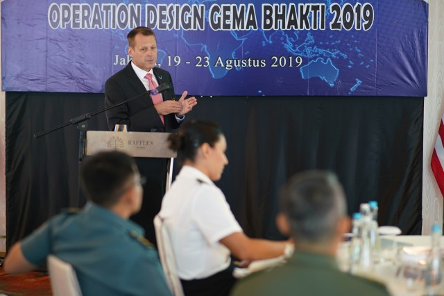 Mr. Chris Welbeck operation design instructor, U.S. Air War College, briefs the operation design process to military members from the Hawaii National Guard and the Tentara Nasional Indonesia during the instructional portion of the seminar, Jakarta, Indonesia, August 19, 2019. Hawaii National Guard is State Partners with Indonesia and regularly holds combined exercises and events to increase the depth of that relationship. This is the second year the Hawaii and Indonesia have participated in an operation design seminar. operation design is a process where a committee of military members and sometimes members of government examine very complex problems to help define variables, goals, tension points and desired end state to aid in the planning and execution of military or governmental action.