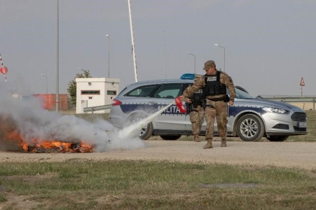 A military policeman from the 313th Military Police Detachment puts out a fire during an emergency response exercise on Mihail Kogalniceanu Air Base August 22, 2019. The goal of the ERE was to conduct a safe and successful exercise, which challenges and prepares base personnel to prepare and manage a mass casualty causing event, whether it be a natural disaster, accident, terrorist or insider threat situation. Exercises like this also allow Army Support Activity Black Sea and MK AB garrison staff to develop reaction and contingency plans for real world situations regarding base emergencies.