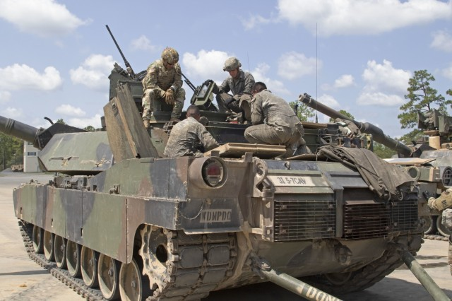 General Michael X. Garrett, commander of the United States Army Forces Command, looks inside a M1 Abrams in Fort Stewart, Georgia., Aug. 13, 2019. Garrett visited 3rd Infantry Division to discuss Soldier readiness and ongoing operations. (U.S. Army photo Sgt. Zoe Garbarino/Released)