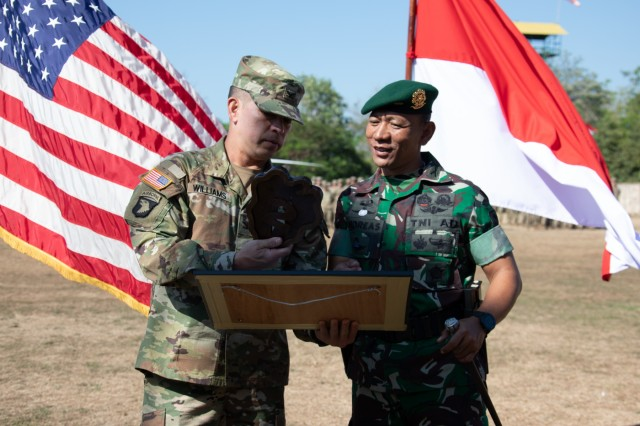 Col. Kevin Williams, commander of the 2nd Infantry Brigade Combat Team , 25th Infantry Division, and Col. Andreas Nanag, commander of the Tentara Nasional Indonesian AD 9th Brigade, exchange gifts on behalf of each Army after the closing ceremony on Aug. 30, 2019, at Dodiklatpur Army Base, Indonesia. Garuda Shield is an annual, bilateral military partnership sponsored by the U.S. Army Pacific and hosted annually by Tentara Nasional Indonesia. (U.S. Army photo by Maj. Leah Ganoni, 2IBCT, 25th ID PAO)