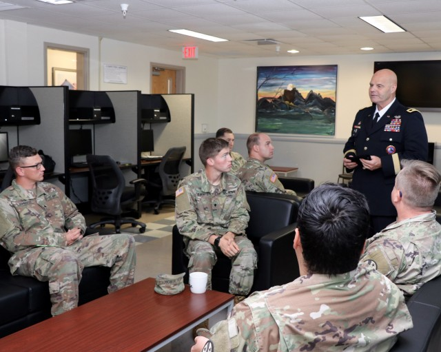 Senior Tennessee National Guard official visits Soldiers at Fort Campbell WTB