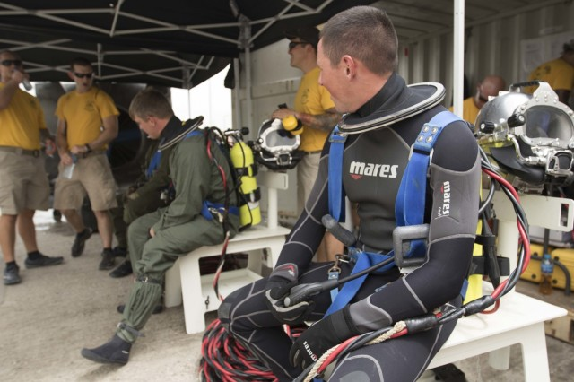 Soldiers Dive Deep for Training