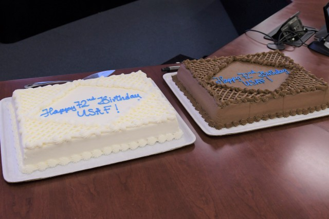 The Joint Force Headquarters-National Capital Region and the U.S. Army Military District of Washington celebrate the U.S. Air Force's 72nd birthday with a cake cutting ceremony at Fort Lesley J. McNair, Sept. 18, 2019.