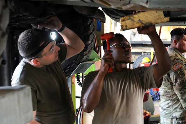 Ecuadorian soldiers visit the CSMS shop in Richmond, Ky., as part of the State Partnership Program Sept. 18, 2019.