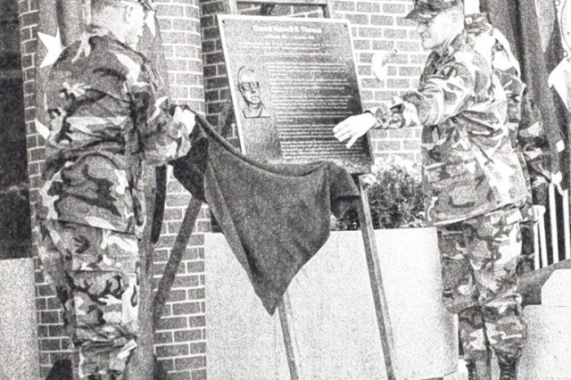 Command Sgt. Maj. Robert Dils (left) and Maj. Gen. Robert Flowers unveil a plaque of Gen. Maxwell Thurman while dedicating Thurman Hall in the Maneuver Support Center in 1999.