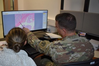 Veterinary pathologist offers unique training opportunity for Army veterinarians