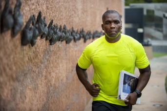 Army Reserve officer runs to honor father's Vietnam generation