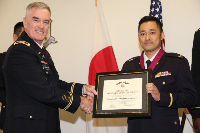 Col. Marvin Emerson, left, commander of Medical Department Activity-Japan, and Japan Ground Self-Defense Force Lt. Col. Shuichi Kawano, assigned to the JGSDF Medical Service School at Camp Mishuku in Tokyo, pose for a photo during a ceremony Oct. 24 in which Kawano was inducted into the Order of Military Medical Merit. (US Army photo by Noriko Kudo)