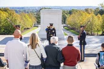 100 year old sentinel returns to the Tomb of the Unknown Soldier