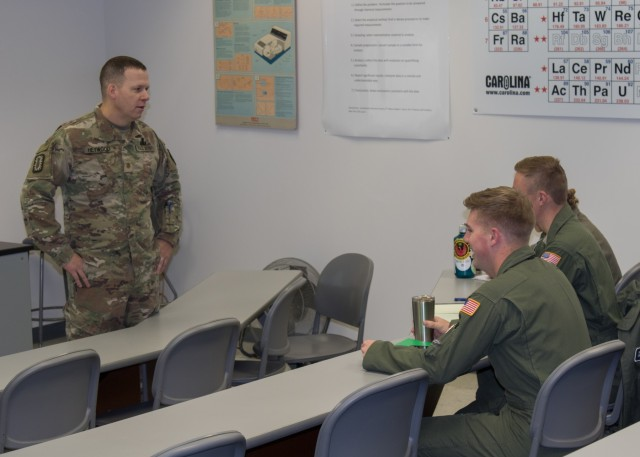 71st EOD Officer Speaks to USAFA Cadets