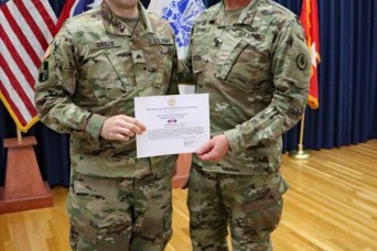 Tennessee Soldier awarded ribbon for valor for flood rescue