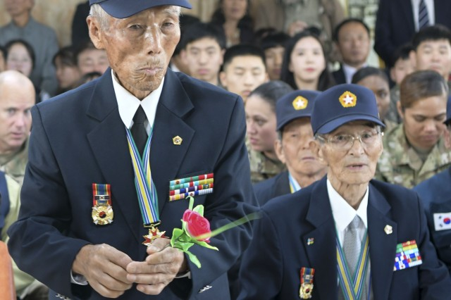 A Korean War veteran stands to pay tribute to the 11 fallen U.S. airmen of Bomber 131 during a memorial held in Namhae City on Nov. 1.