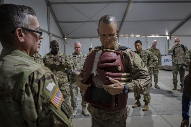 FORSCOM DCG visits MEDEX 20-01