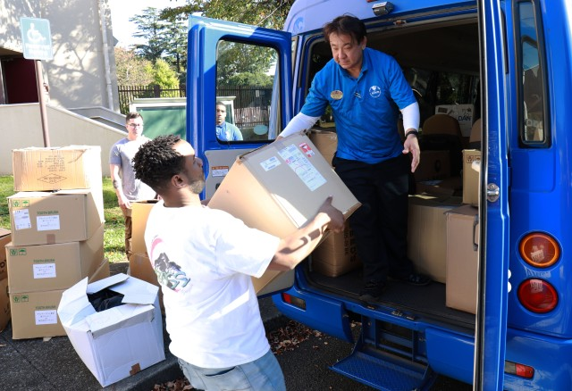 Camp Zama Soldiers deliver care packages to Japanese orphanages