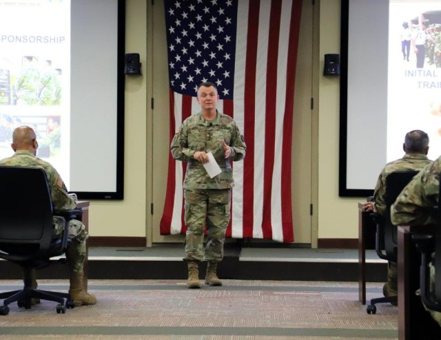 TRADOC General Speaks with FORSCOM Commanders,  Emphasizes Teamwork, Recruiting, Leadership