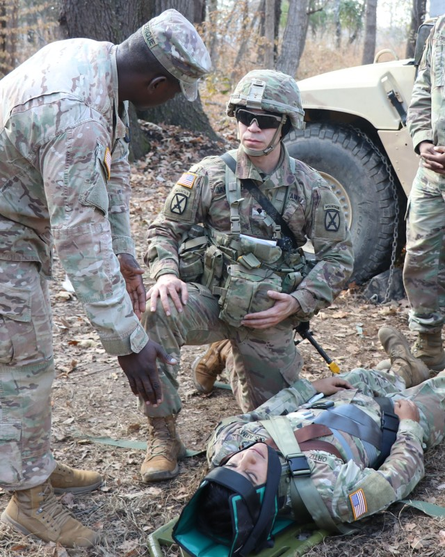 Blanchfield head and neck surgeon earns Expert Field Medical Badge