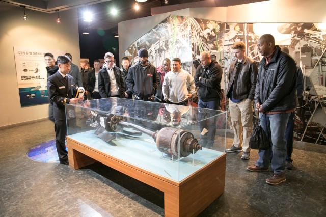 Soldiers View Torpedo Propulsion Unit Recovered After Cheonan Sinking