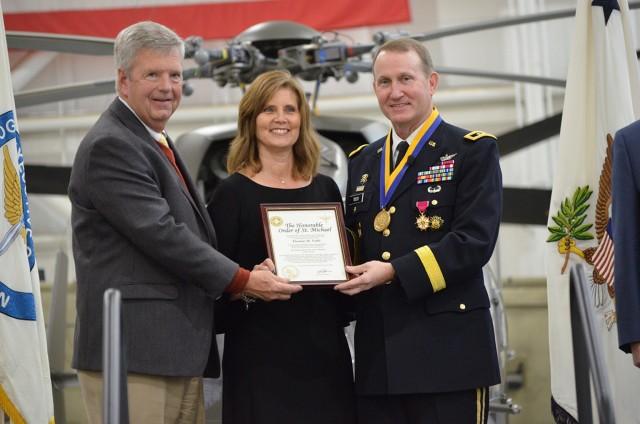 Maj. Gen. Thomas Todd receives aviation award