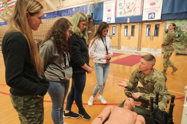 'Bridging the gap': 4ID hosts career fair for local students