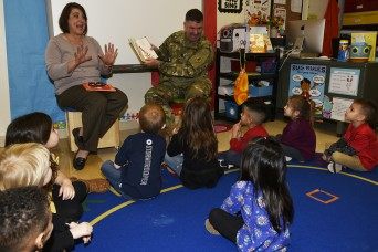 Soldiers share love of reading with elementary students