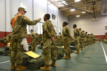 Army delays recruit movement to basic training, offers incentive pay