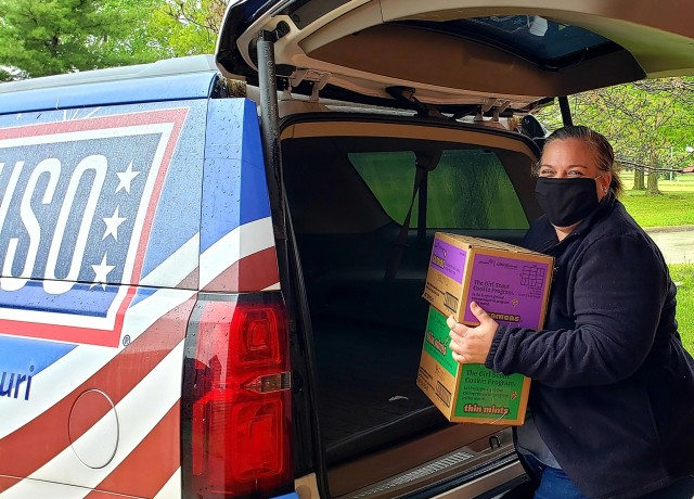 Fort Leonard Wood USO delivers needed supplies to Soldiers