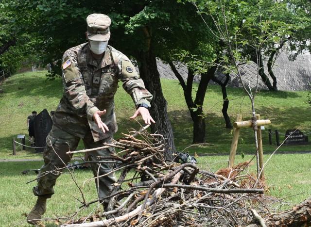Camp Zama BOSS beautifies park with JGSDF members