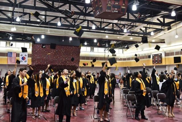 Humphreys community celebrates graduating students
