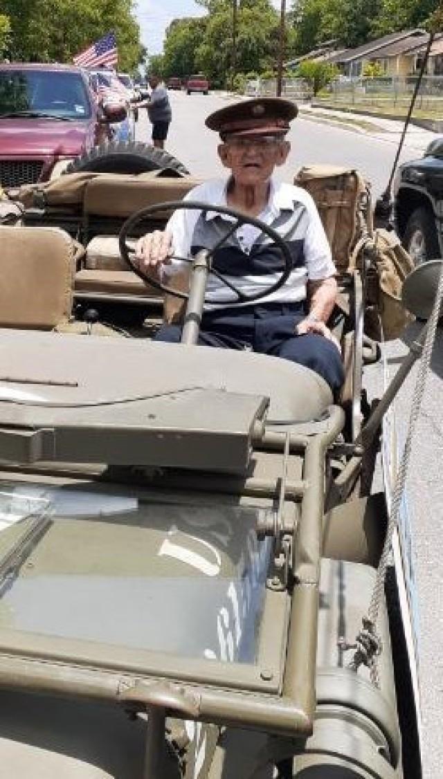 WWII vet behind the wheel