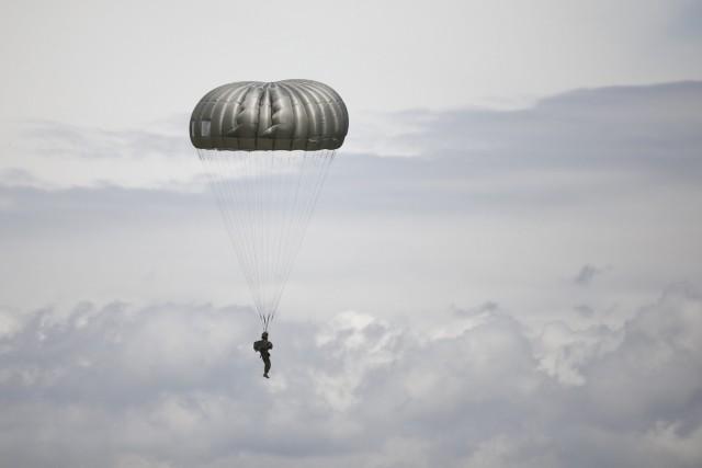 North Carolina Guard conducts airborne operations