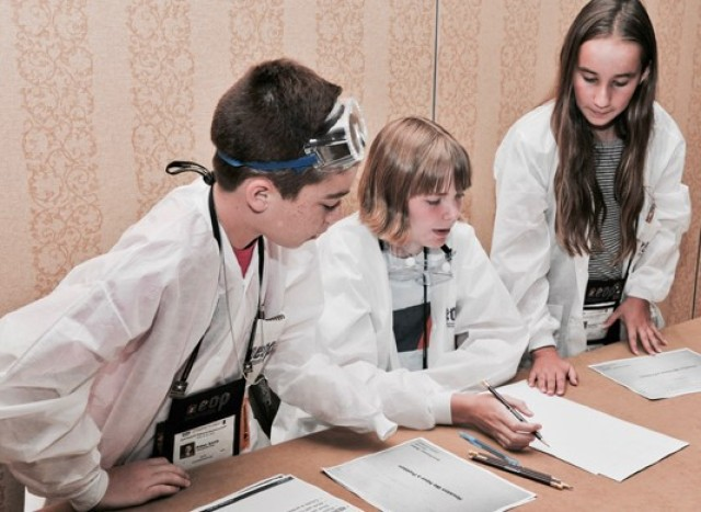 Army volunteers encourage student innovation during national STEM competition