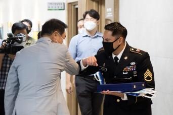 Pyeongtaek thanks Eighth Army NCO for COVID-19 info sharing