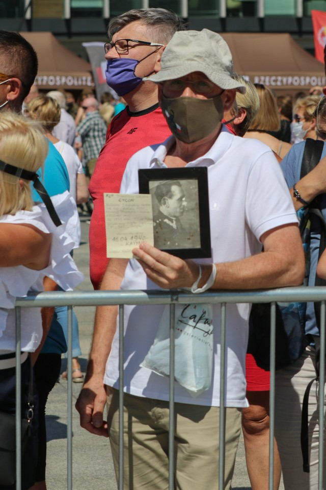 A man holds a photo of a Polish Soldier during an event commemorating the 100th anniversary of the Battle of Warsaw and Armed Forces Day in Warsaw, Poland, Aug. 15, 2020. The ceremonies recognized the skill, determination, and hard-fought victory of the Polish defenders in its decisive battle a century ago. (U.S. Army photo by Cpl. Justin W. Stafford)