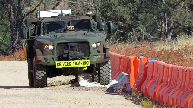 The inaugural Joint Light Tactical Vehicle Operator New Equipment Training (JLTV OPNET) course at Fort Hunter Liggett, California began August 10, 2020 with the arrival of 18 Army Reserve Soldiers from six different commands. For the Soldiers who drove the new vehicle, it was thumbs up for the features that make it stand out against the Humvee.