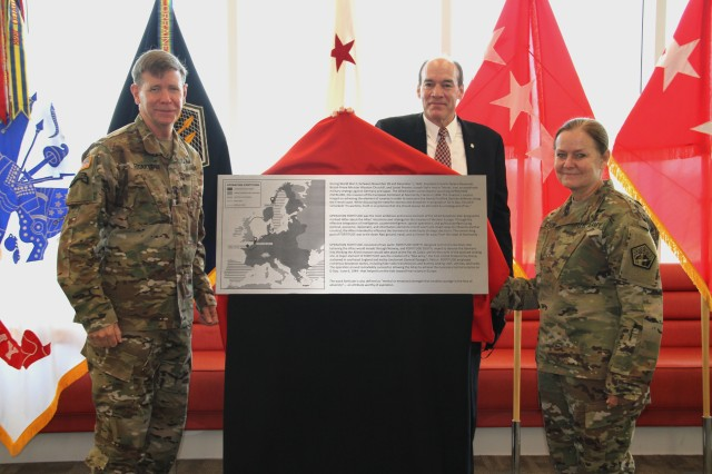 Headquarters dedication heralds arrival of Army Cyber operations at Fort Gordo