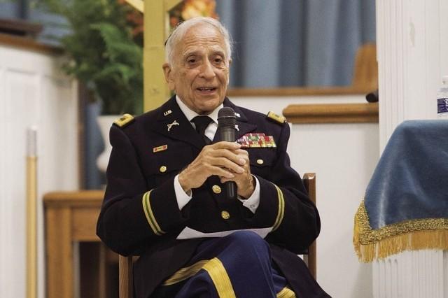 Holocaust survivor shares Army story, receives top police medal