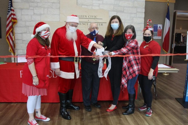 Holiday Bazaar Ribbon Cutting