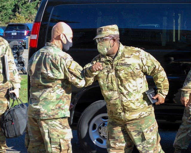 8th TSC commander visits the 404th AFSB