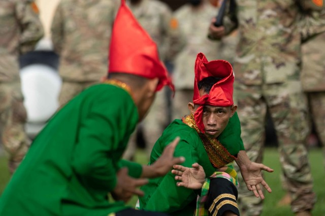 Two Indonesian Soldiers assigned to the 431st Para Raider Infantry Battalion perform a traditional dance known as the Paraga dance during the closing ceremony of the 2020 Indonesia Platoon Exchange at Schofield Barracks, Hawaii on Nov. 24, 2020. The Paraga dance is traditionally performed by six men who showcase their ability at both dance and takraw (traditional football). (U.S. Army photo by Staff Sgt. Alan Brutus)